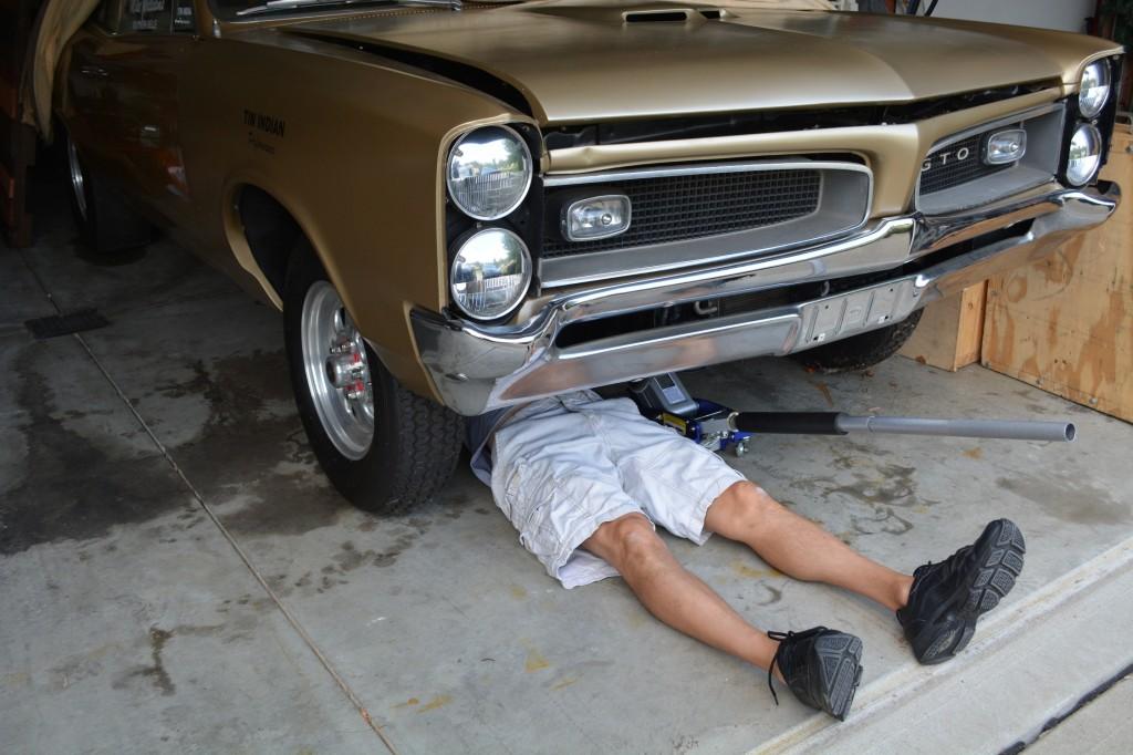 Pontiac rear main seal change in car